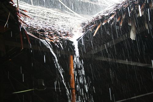 """Maka Kami bukakan pintu-pintu langit, dengan menurunkan hujan yang mencurah-curah"" (al-Qamar : 11)"